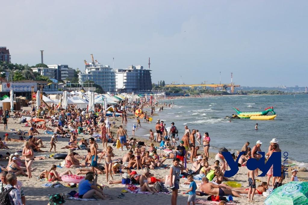 В Черноморске не советуют купаться, но отдыхающих это не останавливает, — СМИ (фото) «фото»