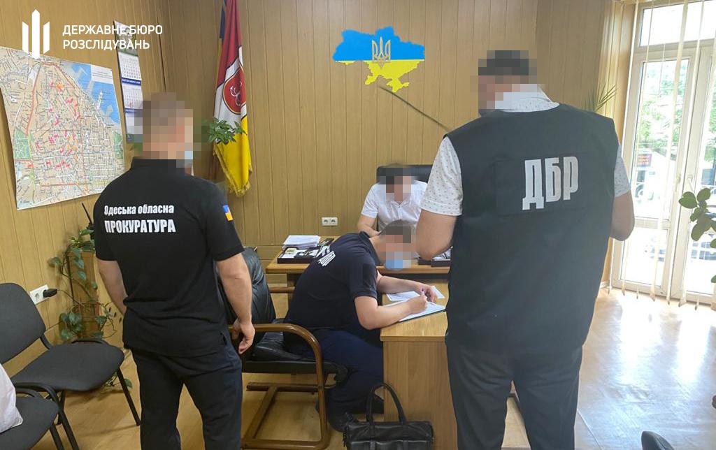 Полицейский начальник из Одесской области попался на схеме продажи элитного авто (фото) «фото»