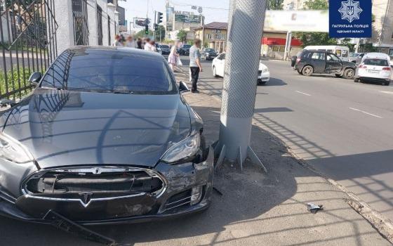 Возле вокзала — тройное ДТП с участием Tesla: есть пострадавшие (фото) «фото»