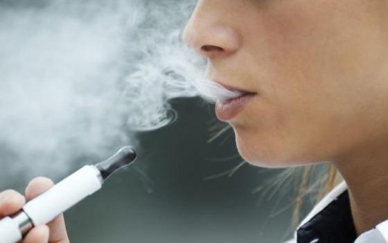 Юные одесситы стали меньше курить сигареты: переходят на вейпы «фото»
