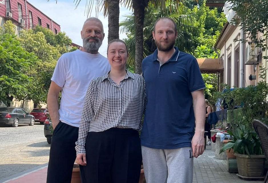 Освобожденные из тюрьмы в Грузии одесские моряки вернулись на родину «фото»