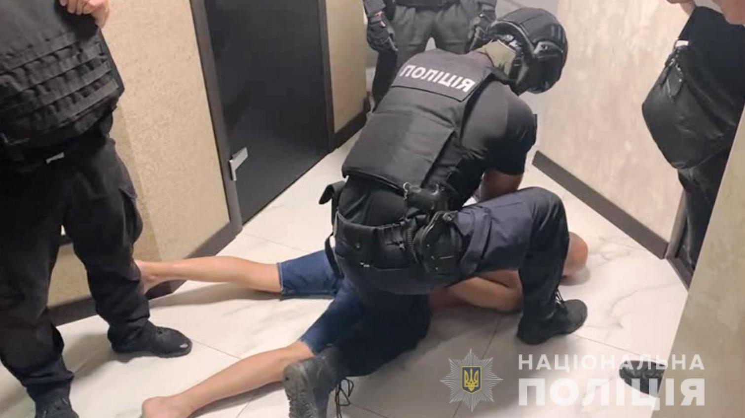 На Киевском шоссе трое харьковчан похитили из авто более 300 тысяч (фото, видео) «фото»