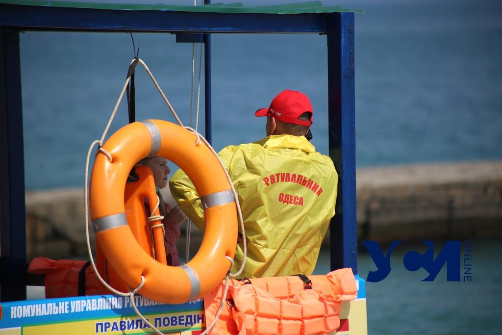 Возле ресторана «Прибой» спасли отдыхающую, у которой в море случился приступ астмы (фото) «фото»