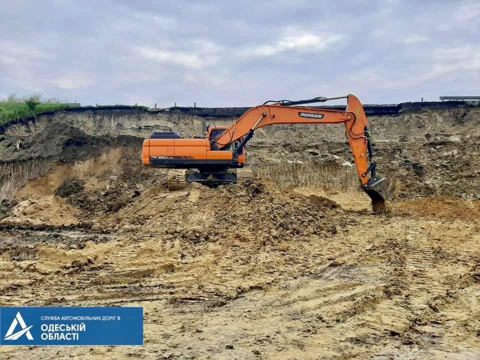 Оползень на трассе Одесса-Киев ликвидируют за 5 дней (видео) «фото»