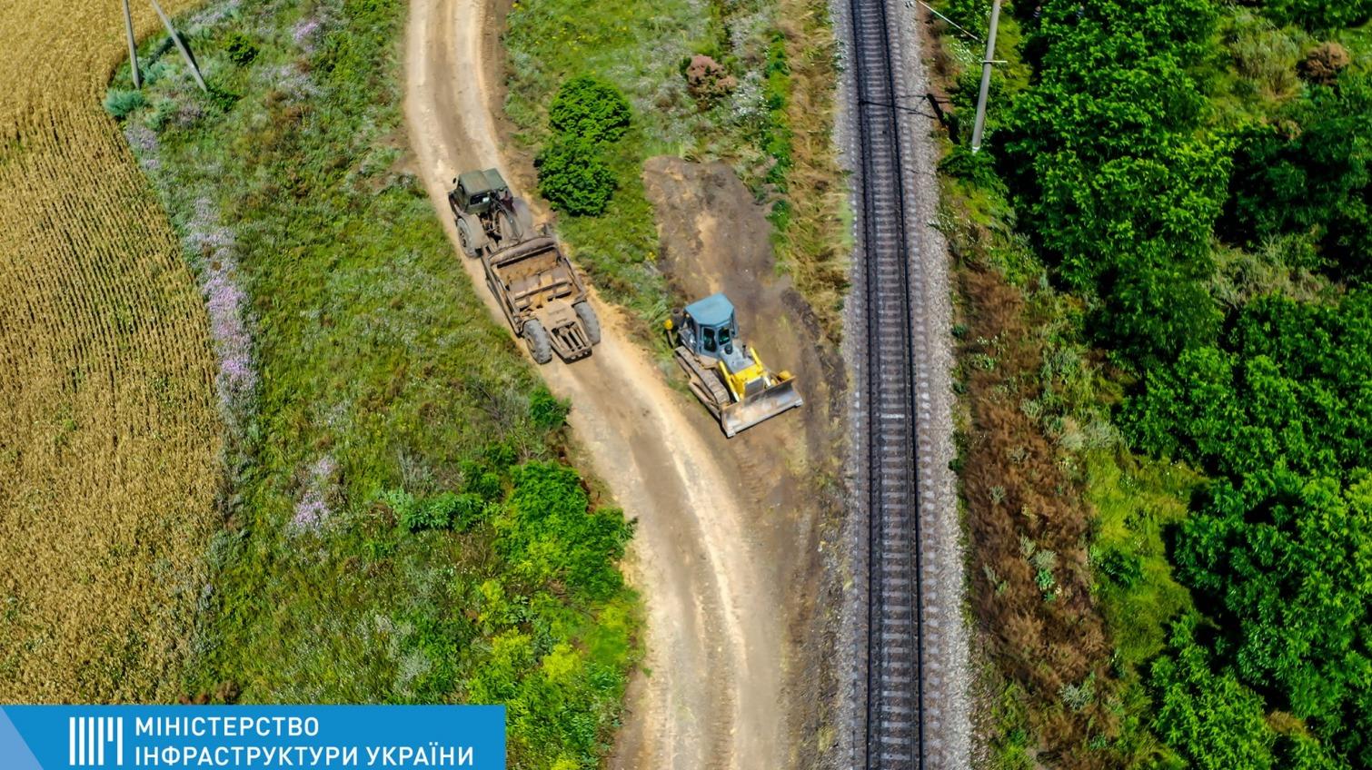Увеличить грузопоток: обновляют железнодорожную колею, которая ведет в порт Южный (фото, аудио) «фото»