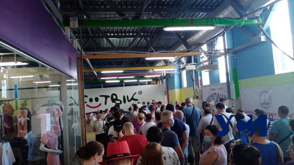 Одесса: в городских вакцинальных центрах ажиотаж и очереди (фото) «фото»