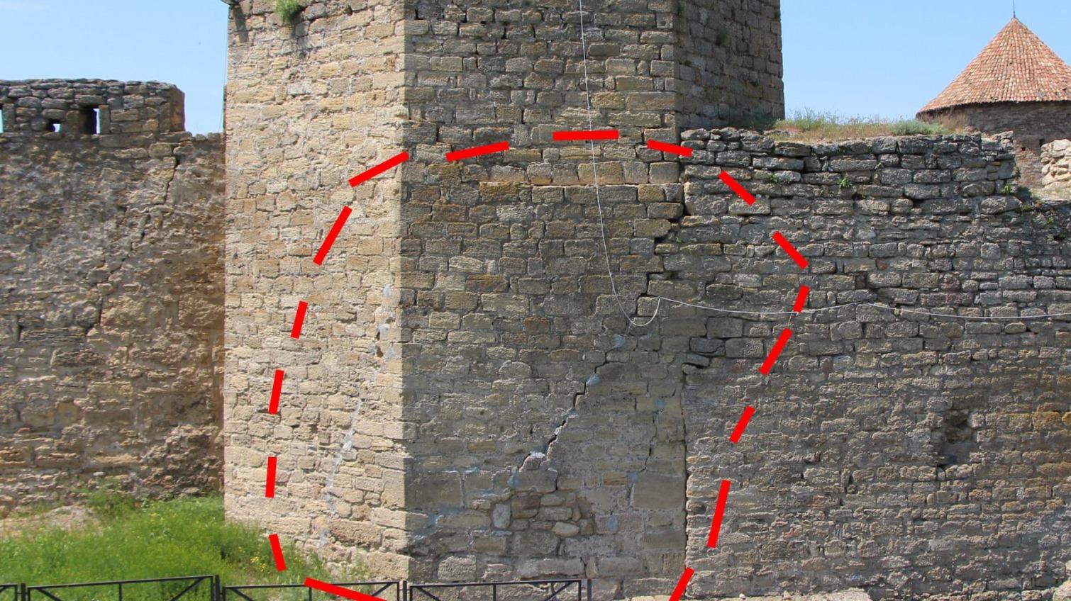 Одна из башен Аккерманской крепости может рухнуть в любой момент (фото, аудио) «фото»
