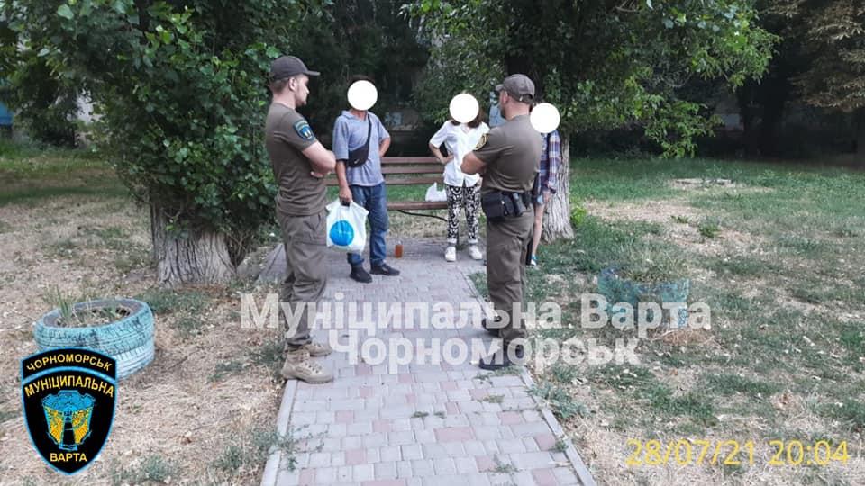 Предложил выпить за деньги: в Черноморске мужчина спаивал несовершеннолетних (фото) «фото»