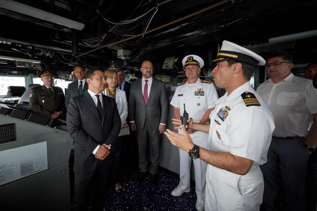 Зеленский в Одессе посетил эсминец «Росс» ВМС США (фото) «фото»