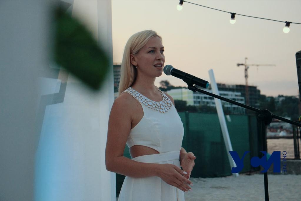 СТИХийный вечер устроили поэтессы на одесском пляже (фото, видео) «фото»