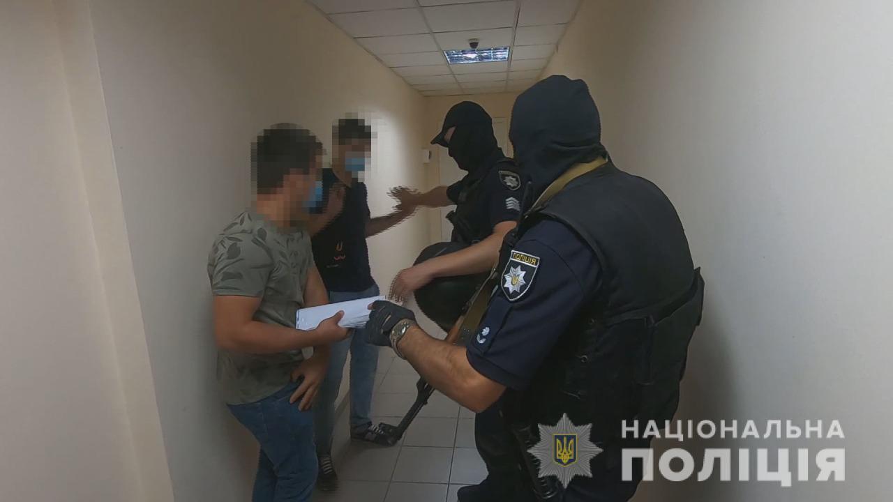 Титушки возвращаются: в Одессе пытались сорвать земельный аукцион (фото, видео) «фото»