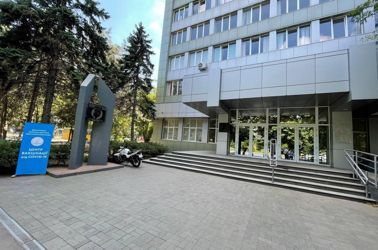 Одесский центр массовой вакцинации на площади Деревянко будет работать и по будням (фото) «фото»