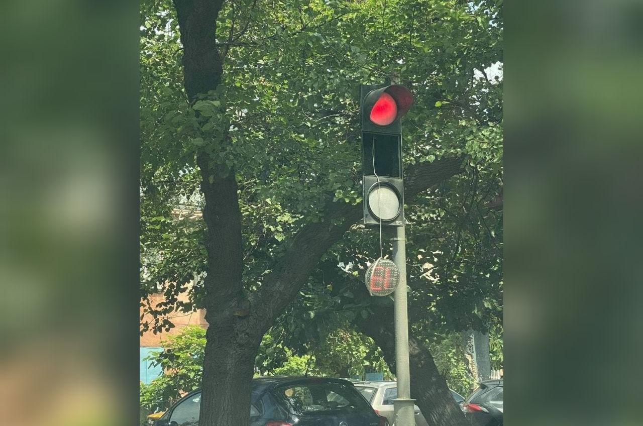 Коммунальщики жалуются на вандалов: сломали 3 светофора «фото»