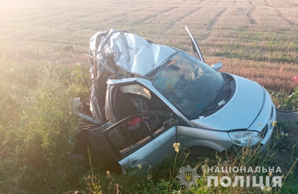 На трассе Одесса-Рени легковушка влетела в грузовик: водитель погиб (фото) «фото»