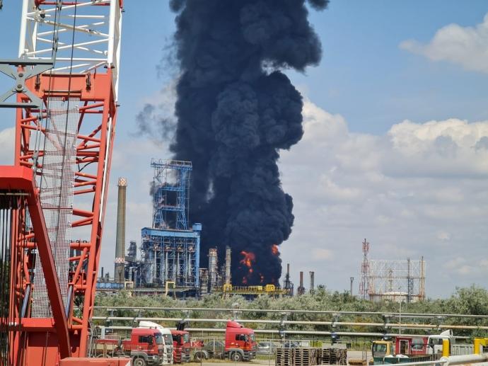 Мощный взрыв прогремел на нефтезаводе в Румынии «фото»