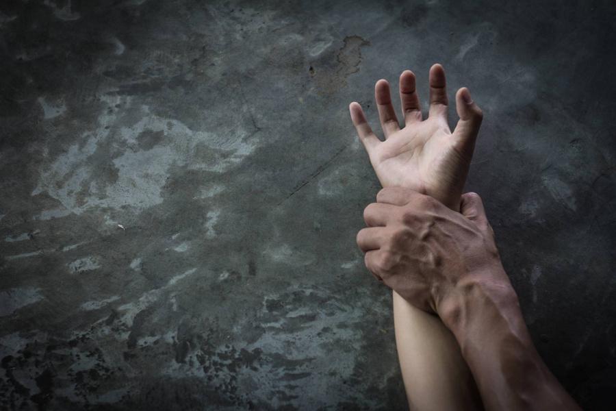 В Одессе будут судить мужчину за изнасилование жены и двух дочерей «фото»