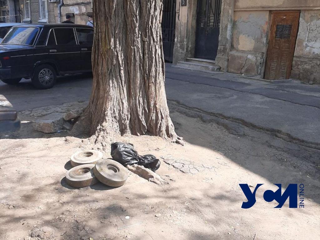 Кто-то не донес 3 мины до мусора в центре Одессы (фото) «фото»
