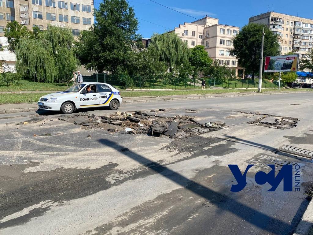 Ночной потоп: на Балковской повредило машины, а вода поднялась до метра (фото, видео) «фото»