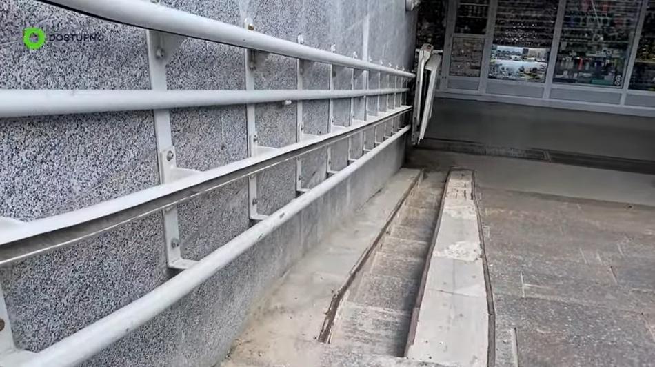 Спойлер – не работает: в Одессе проверили подъемник для людей с инвалидностью (видео) «фото»