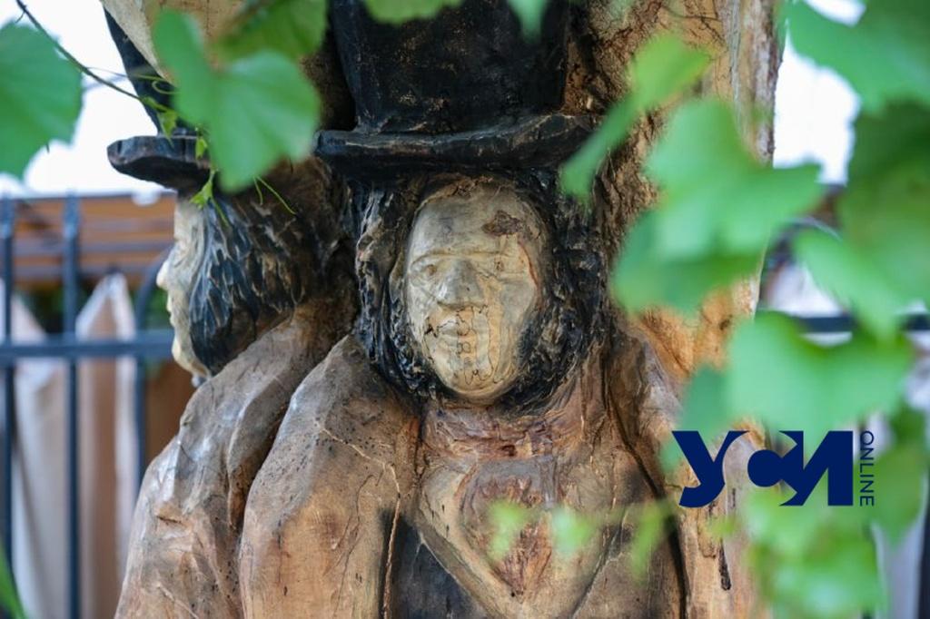 Еще один Пушкин в Одессе: скульптура на дереве в старом дворе (фото) «фото»