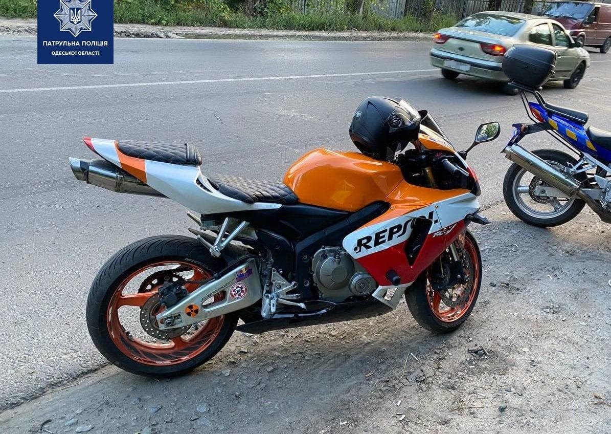 Остановили из-за нарушения: в Одессе нашли мотоцикл, разыскиваемый Интерполом (фото) «фото»
