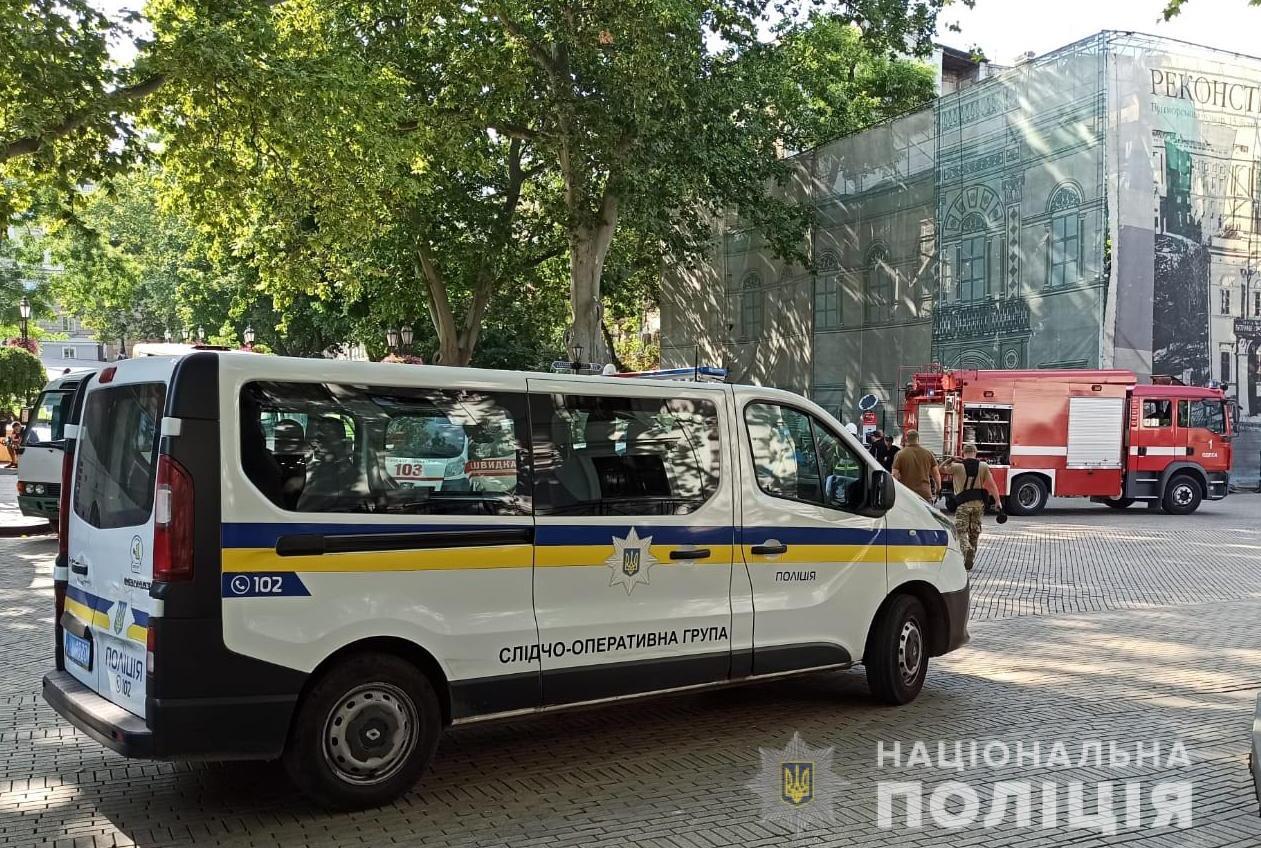 Здание Одесского горсовета на Думской площади заминировали (фото) «фото»