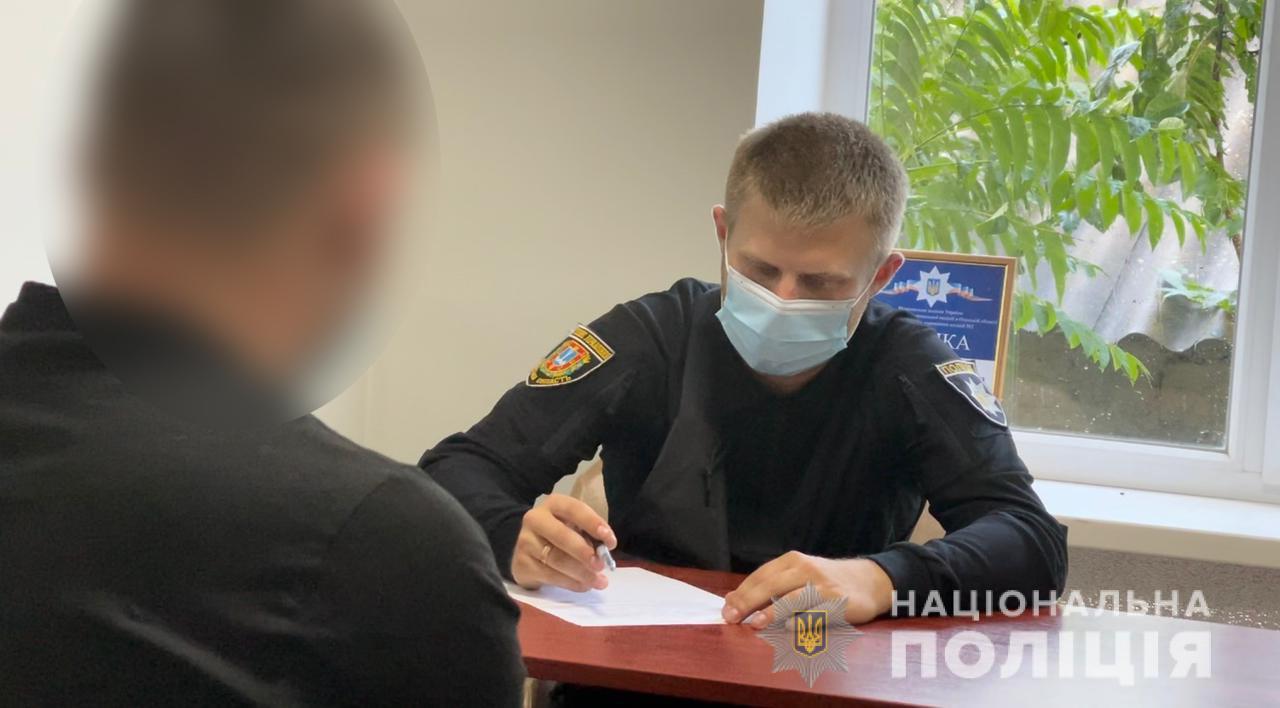 Кража в магазине и ограбление: двое одесситов попались на криминале (фото) «фото»