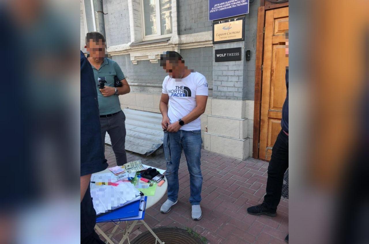 Директора и сотрудника Регистра судоходства задержали на взятке (фото) «фото»