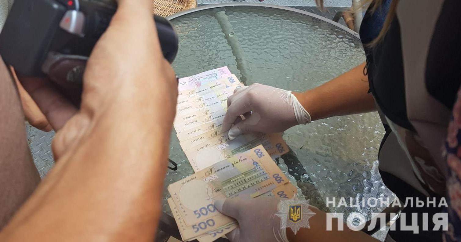 Вымогала 1000 долларов: чиновницу сельсовета Белгорода-Днестровского задержала полиция (фото) «фото»