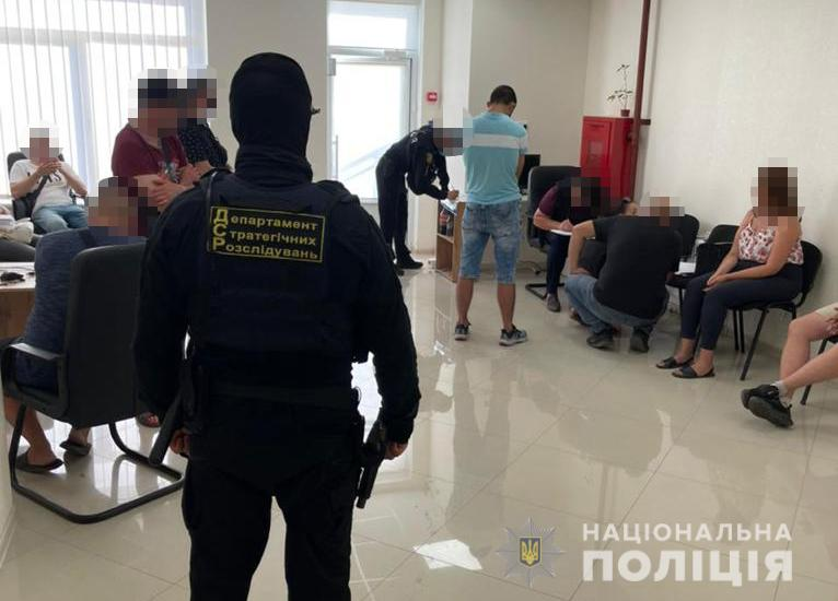 Одессит создал ОПГ, которая украла миллионы со счетов украинцев и иностранцев (фото, видео) «фото»