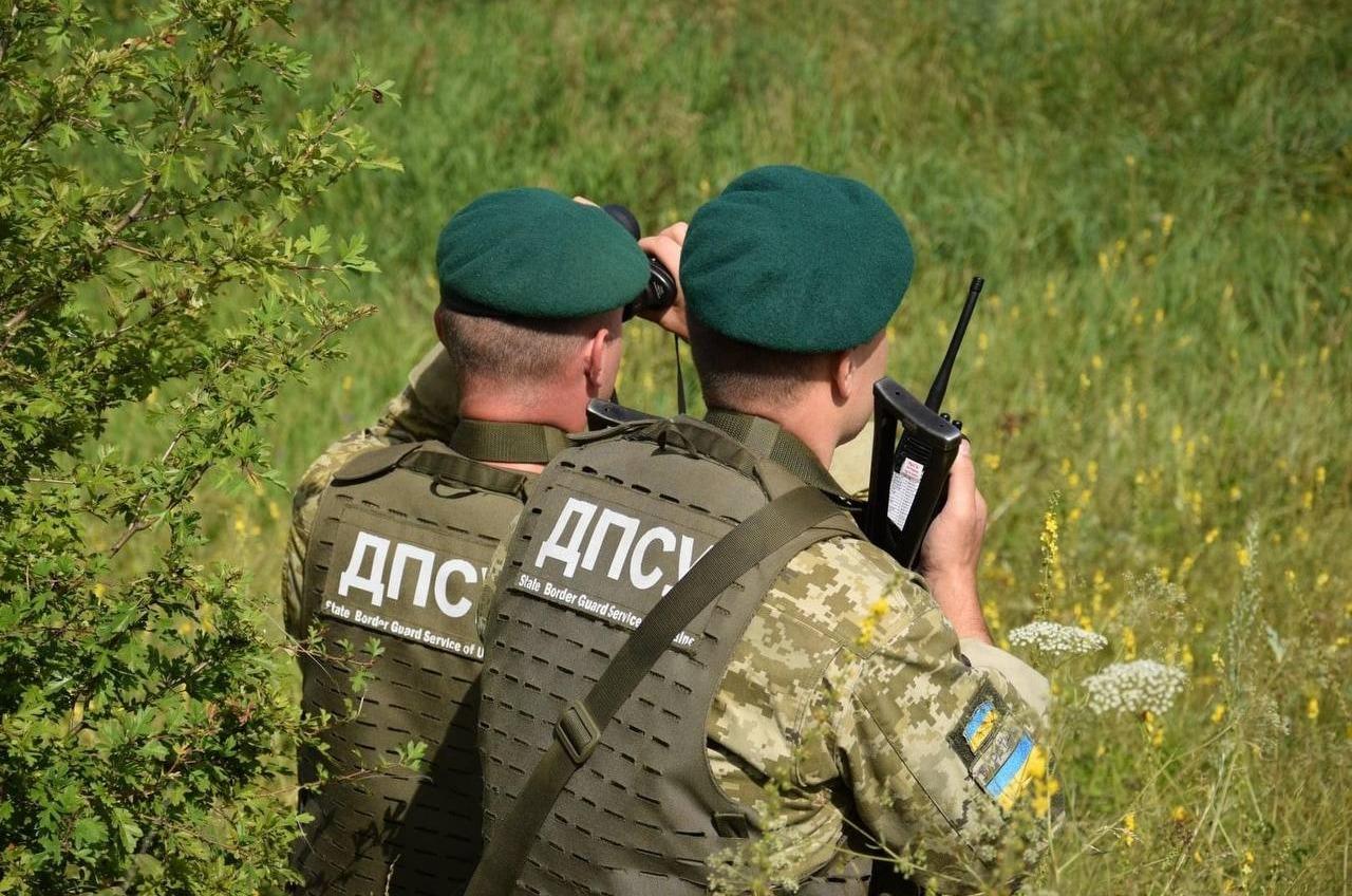 Неизвестные напали на украинских пограничников на границе с Россией и отобрали у них оружие «фото»