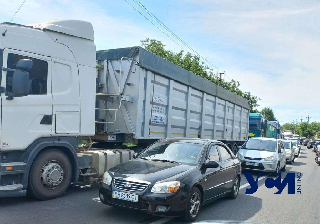 Фуры заблокировали трассу Черноморск – Одесса: машины простояли в пробке несколько часов (фото, видео) «фото»