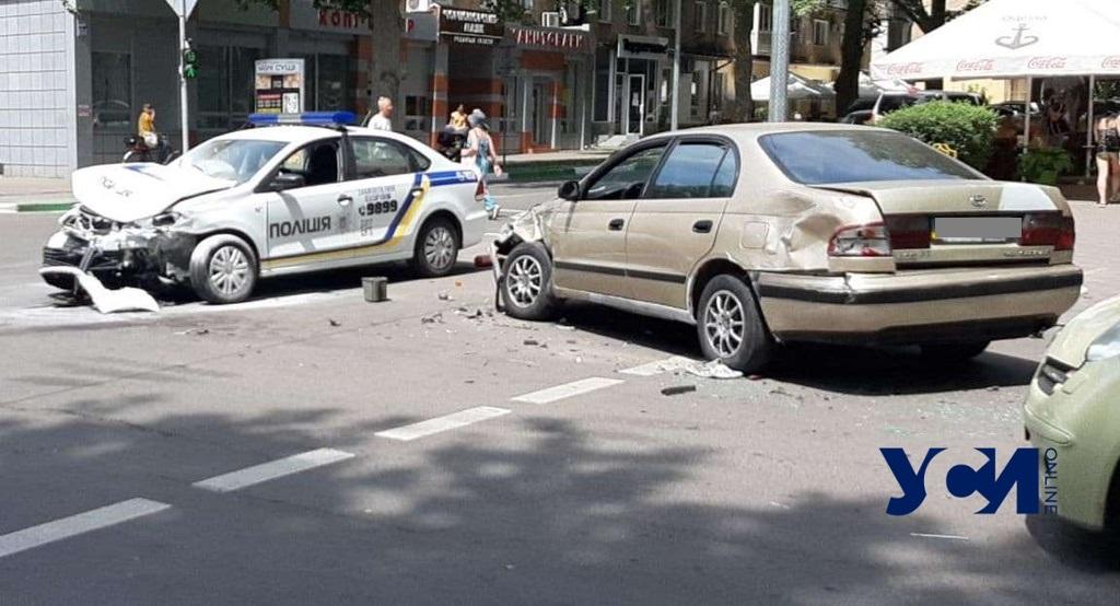 Двойная авария в центре Черноморска: разбито полицейское авто (фото) «фото»