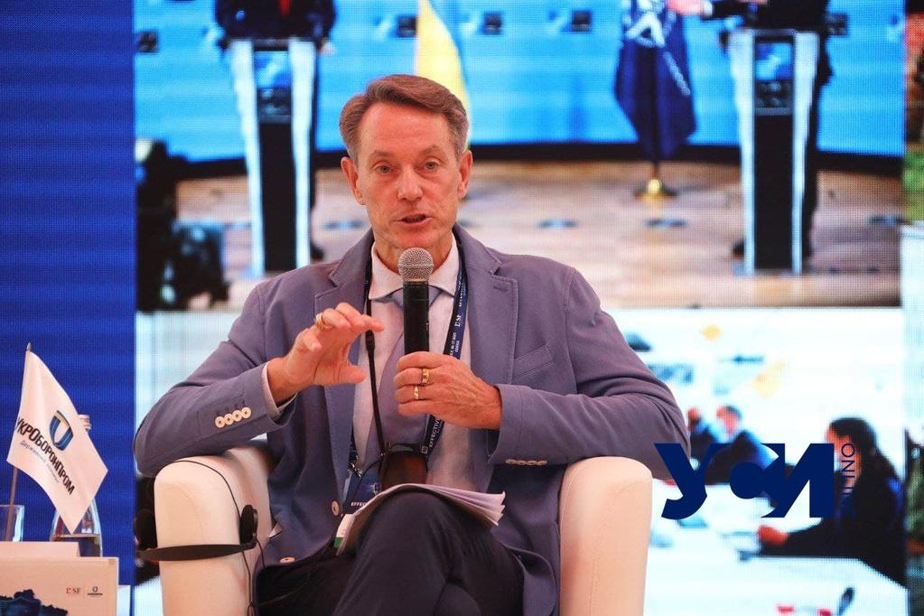 На форуме в Одессе Дэйвис рассказал, как НАТО сотрудничает с Украиной (фото) «фото»