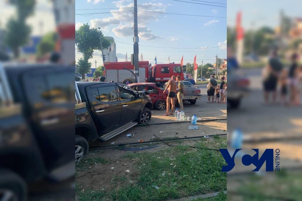 Масштабное ДТП на Николаевской дороге: есть пострадавшие (фото) «фото»