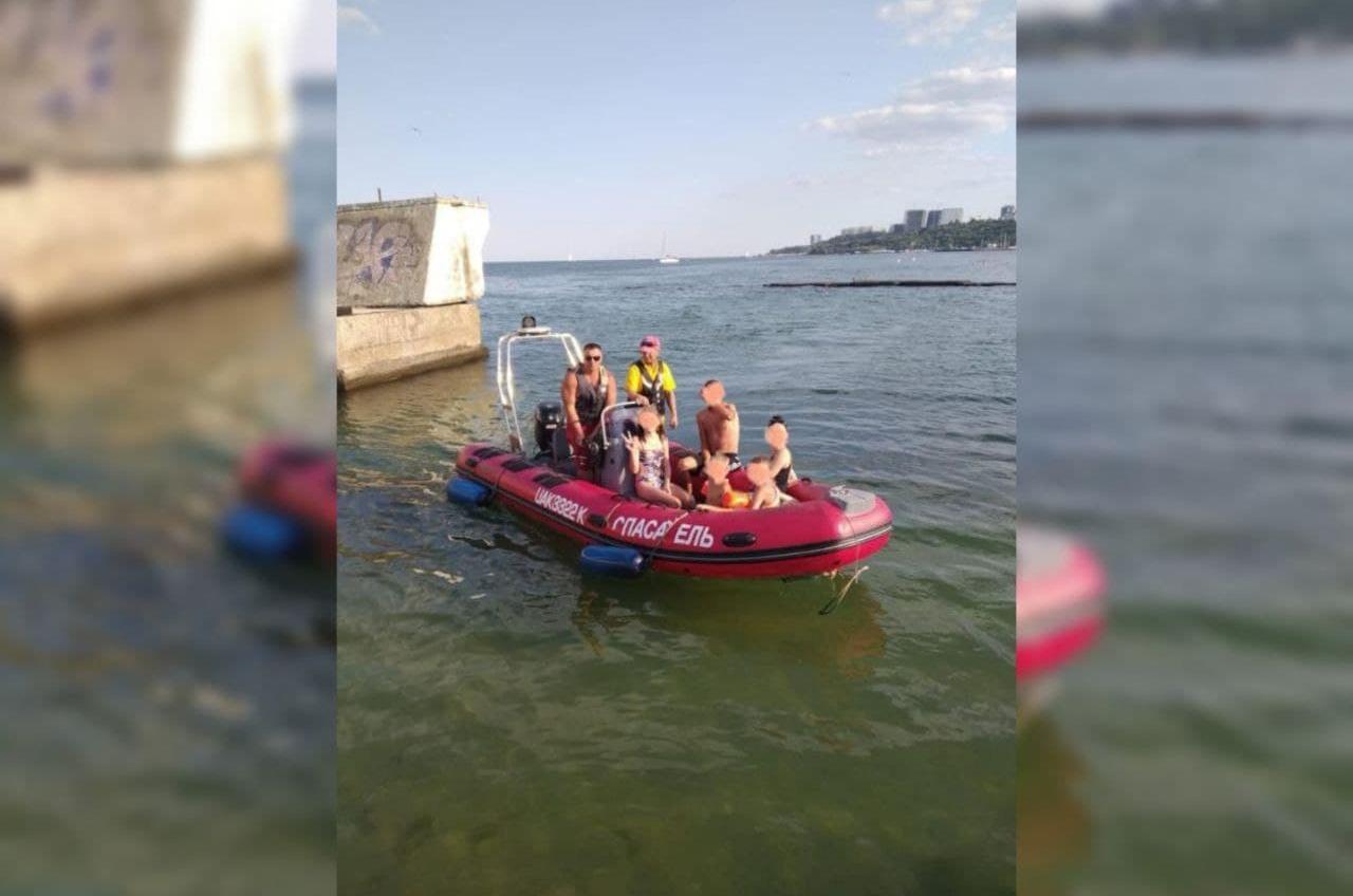 На Ланжероне тонул катамаран с детьми: спасатели пришли на помощь (фото) «фото»