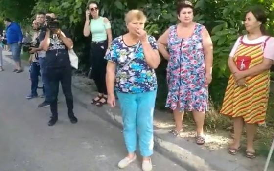 Перекрытая Хуторская: жители Кривой Балки устроили бунт против фур (видео) «фото»