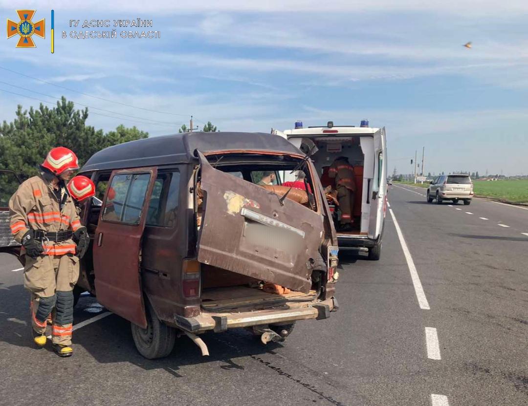 В Черноморске столкнулись две иномарки — для спасения водителя вызвали ГСЧС (фото, аудио) «фото»