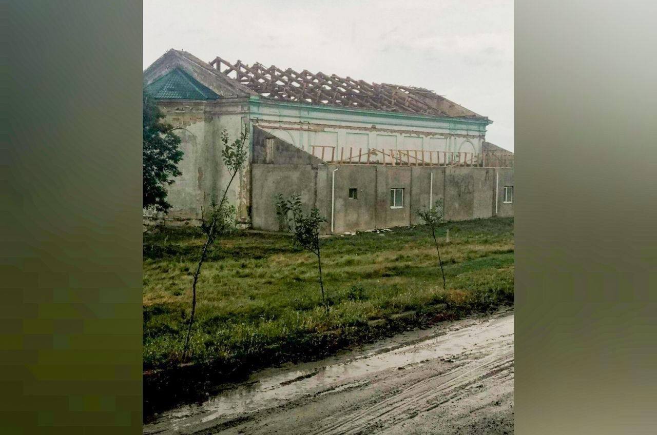На юге Одесской области ураган сорвал крыши, повалил деревья и опоры ЛЭП (фото) «фото»