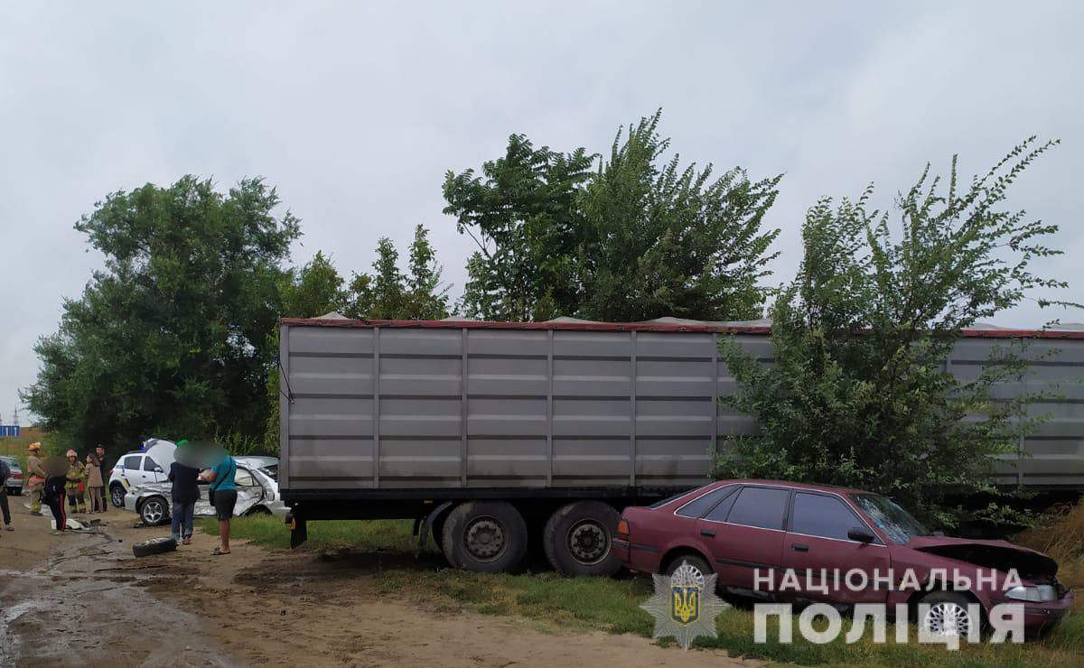 Возле Сухого лимана в аварии пострадала женщина с двумя детьми (фото) «фото»