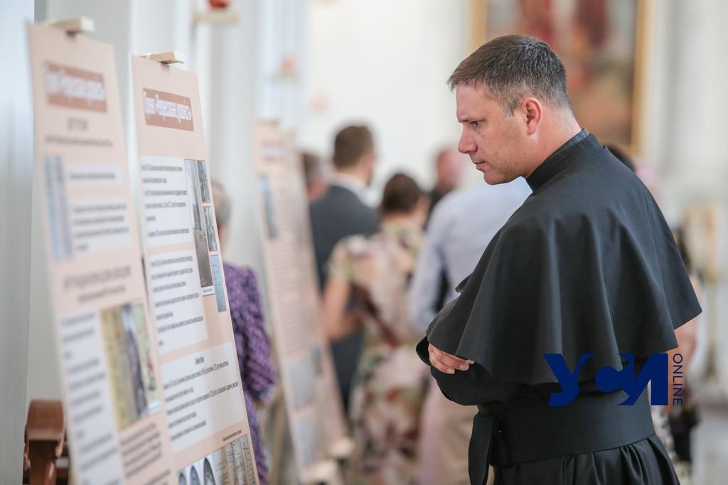 В католическом храме Одессы выставили архивы СБУ о репрессиях (фото, аудио) «фото»