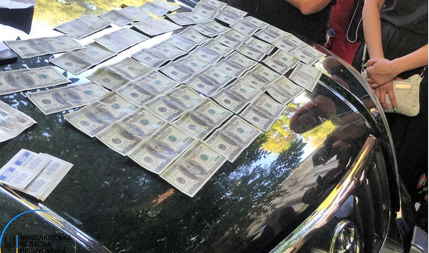 Сотрудник Госэкоинспекции и общественник попались на взятке в 5 тысяч долларов (фото) «фото»