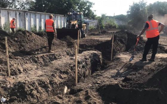 На месте захоронений под Одессой техника начала снимать грунт (фото) «фото»