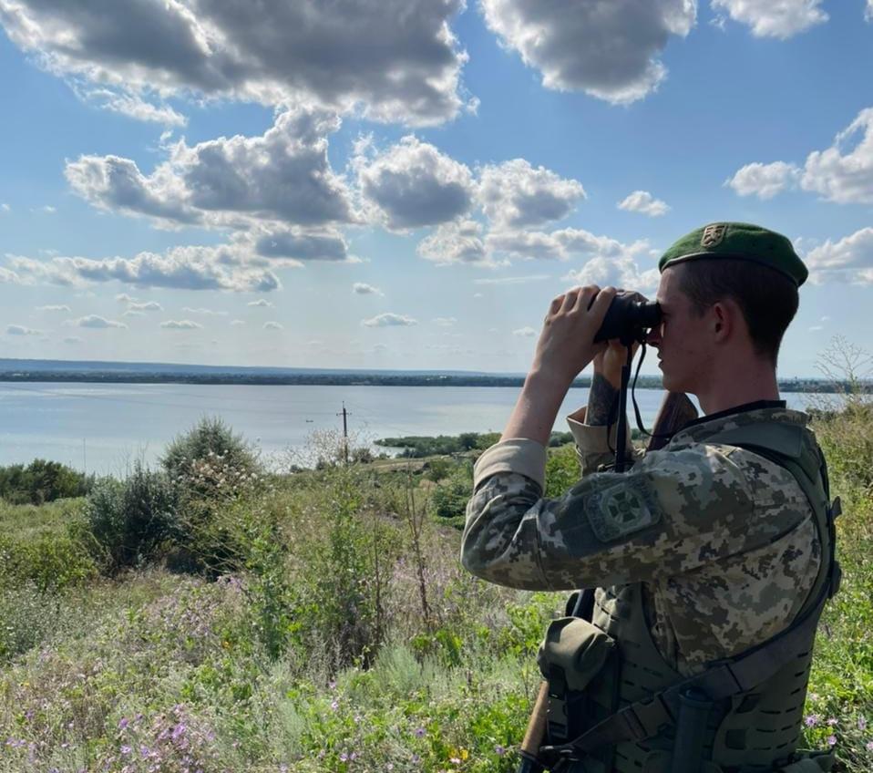 Одесские пограничники спасли рыбака, которого чуть не унесло в Молдову «фото»