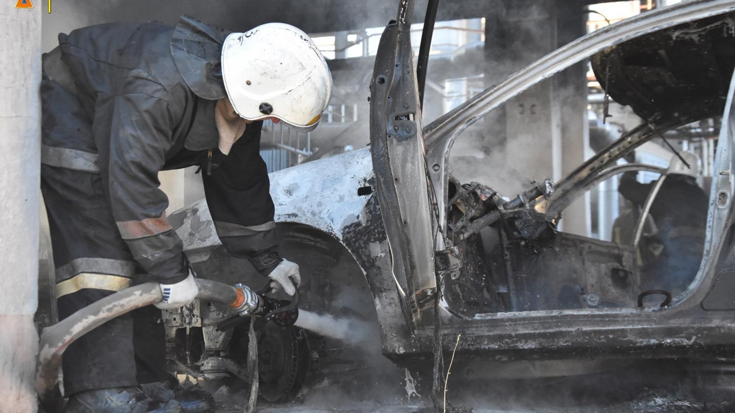На территории недействующего завода в Одессе сгорело сразу 6 машин (фото) Обновлено «фото»