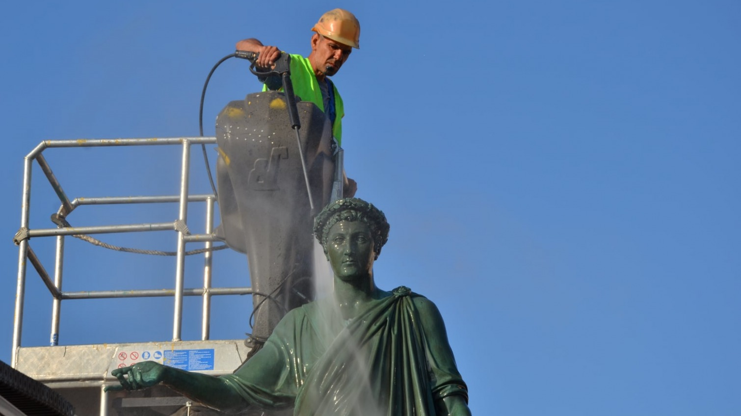 Одесским памятникам устроили банный день (фото) «фото»