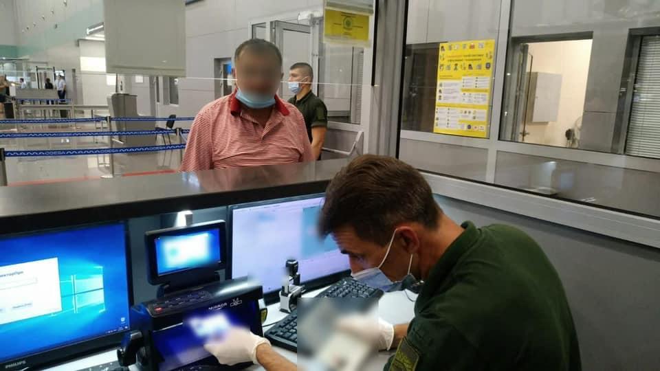Двух иностранцев с поддельными документами задержали одесские пограничники (фото) «фото»
