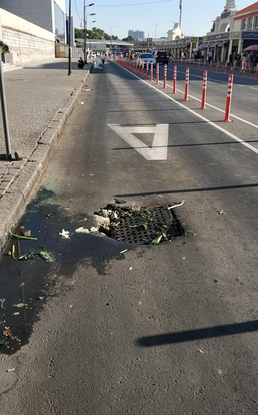 На отремонтированной Екатерининской провалился люк (фото) «фото»