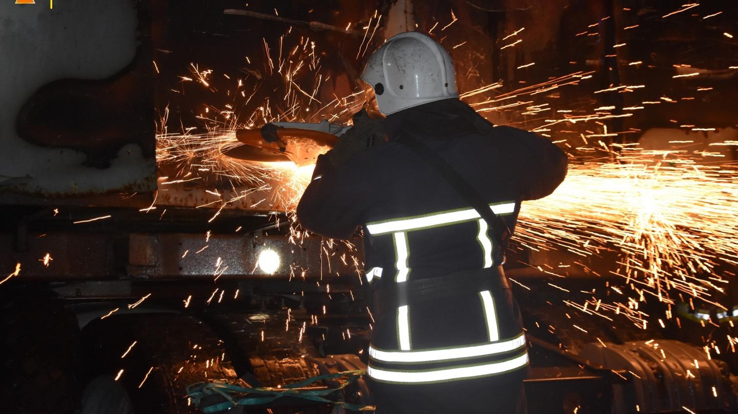 На одесском заводе в Лузановке сгорел КамАЗ (фото) «фото»