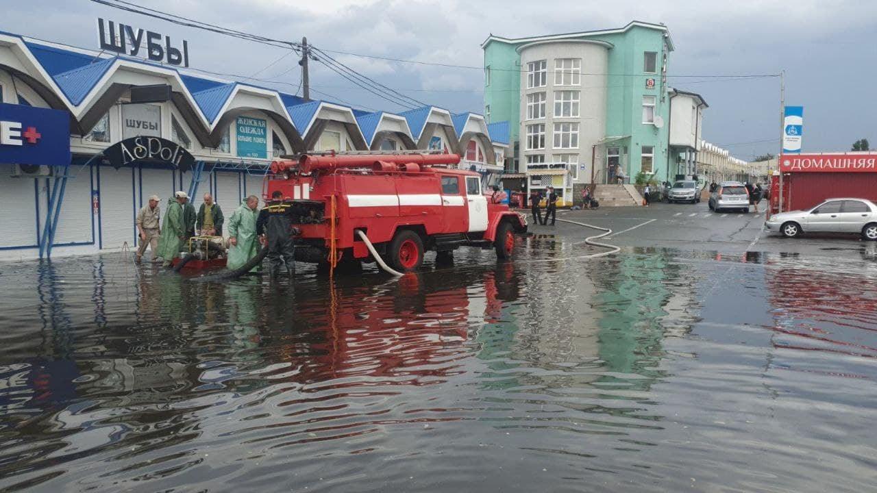 Работают спасатели и коммунальщики: Одессу и 7-й километр затопило (фото) «фото»